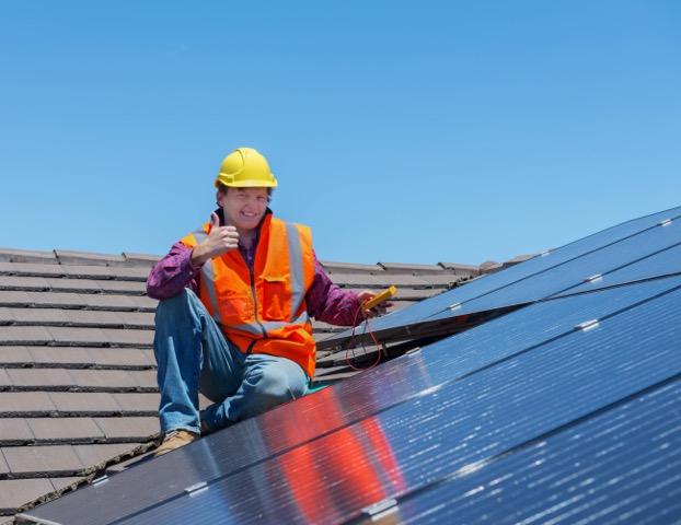 Installer Shutterstock 240610171 2 Green Planet Solar